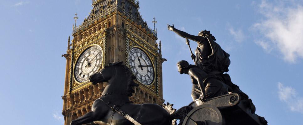 Statue Boudiccas vor Big Ben
