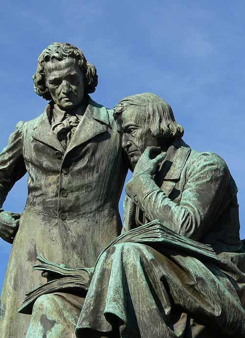 Denkmal für die Brüder Grimm in Hanau