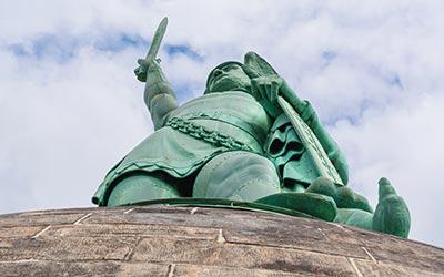 Arminius verjagt die Römer aus Germanien